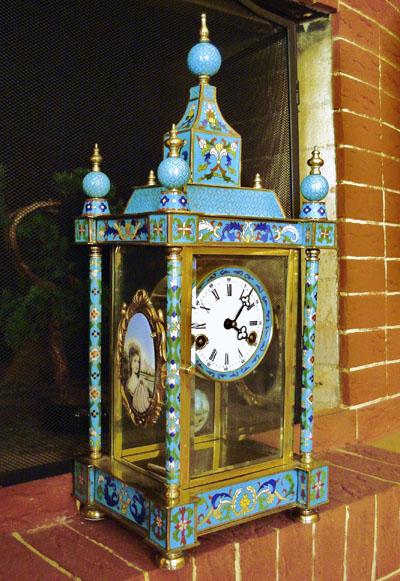 8920752a Эмальерные часы. Очень редкие в великолепной сохранности часы с  перегородчатой эмалью в восточном стиле. Основание корпуса — позолоченная  латунь.