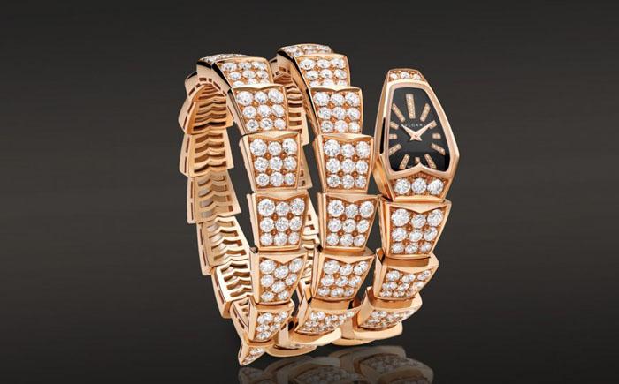 Часы-змейка Bvlgari Serpenti Watch с бриллиантовым браслетом